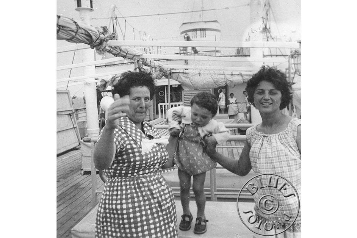 Roland, rapidement mis au parfum des voyages (ici en 1961 bateau Italie-Grèce)