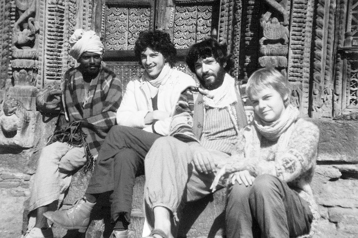 Roland (2e à droite) à Kathmandu 1980-81 avec des amis suisses rencontrés par surprise dans un hôtel