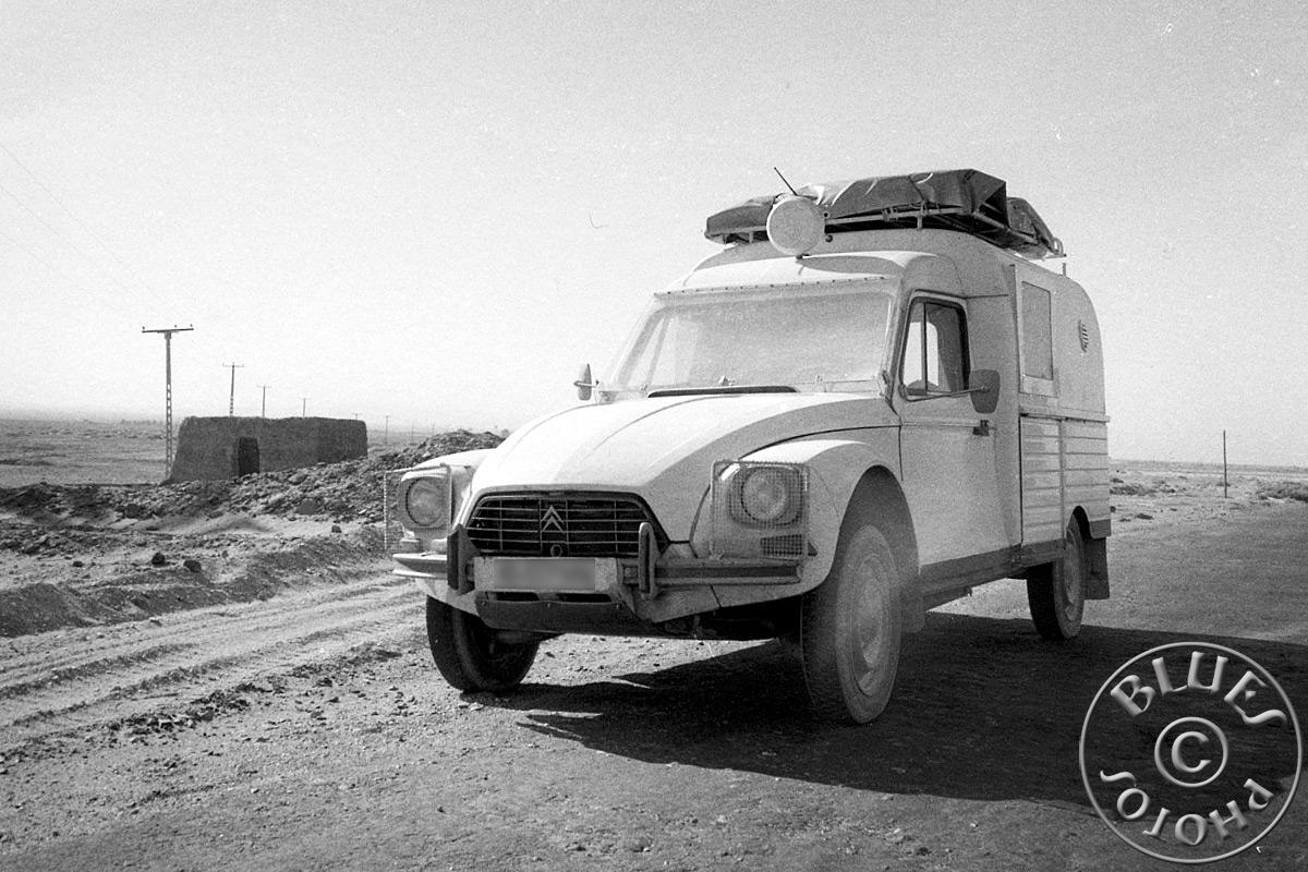 Pakistan - La 2CV en route