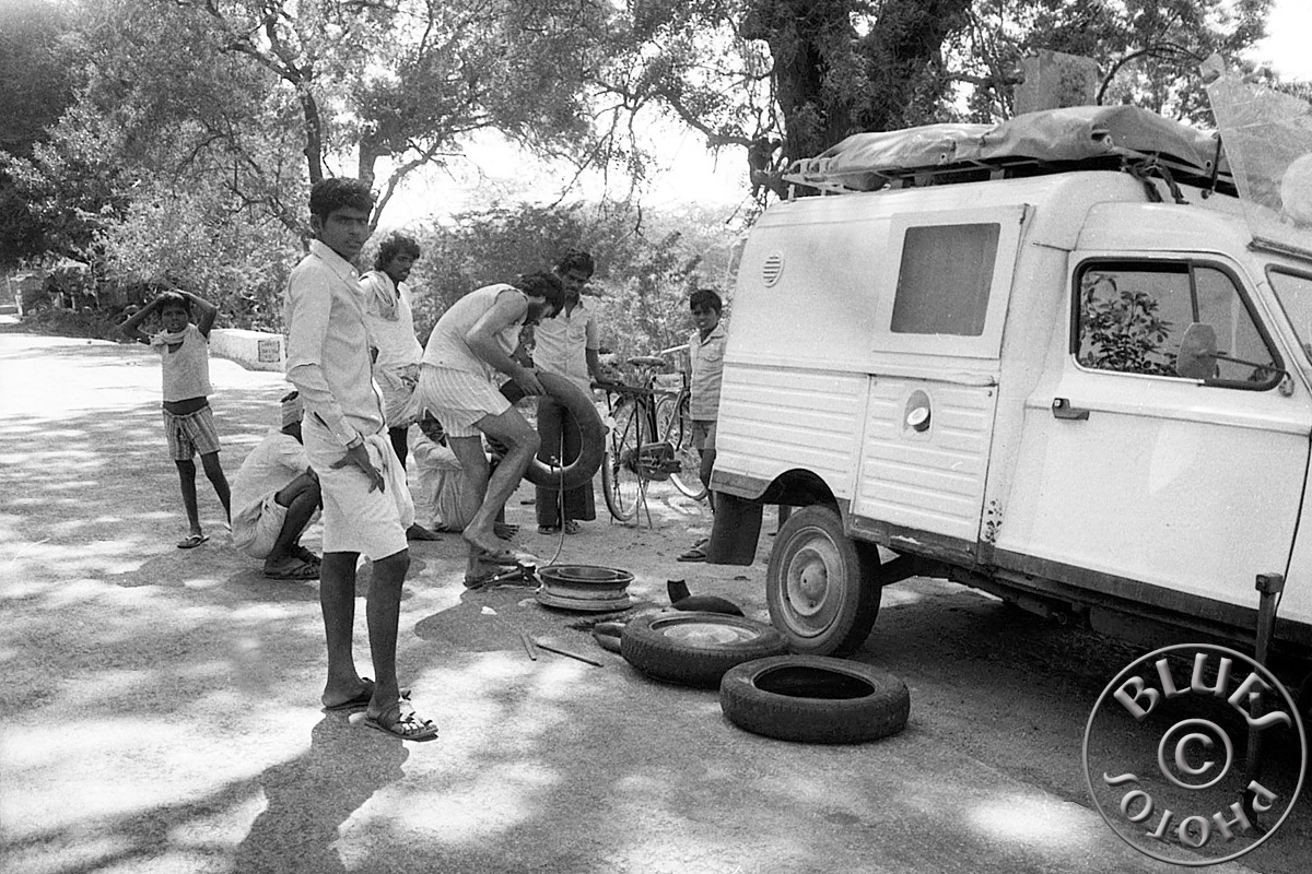 Réparation de pneu crevé en cours route