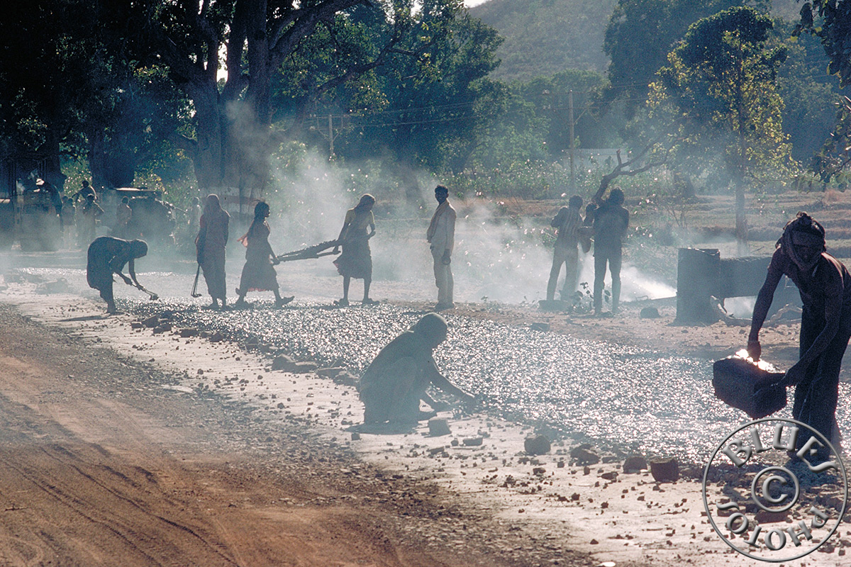 Indes, travaux sur la route (sans machines)