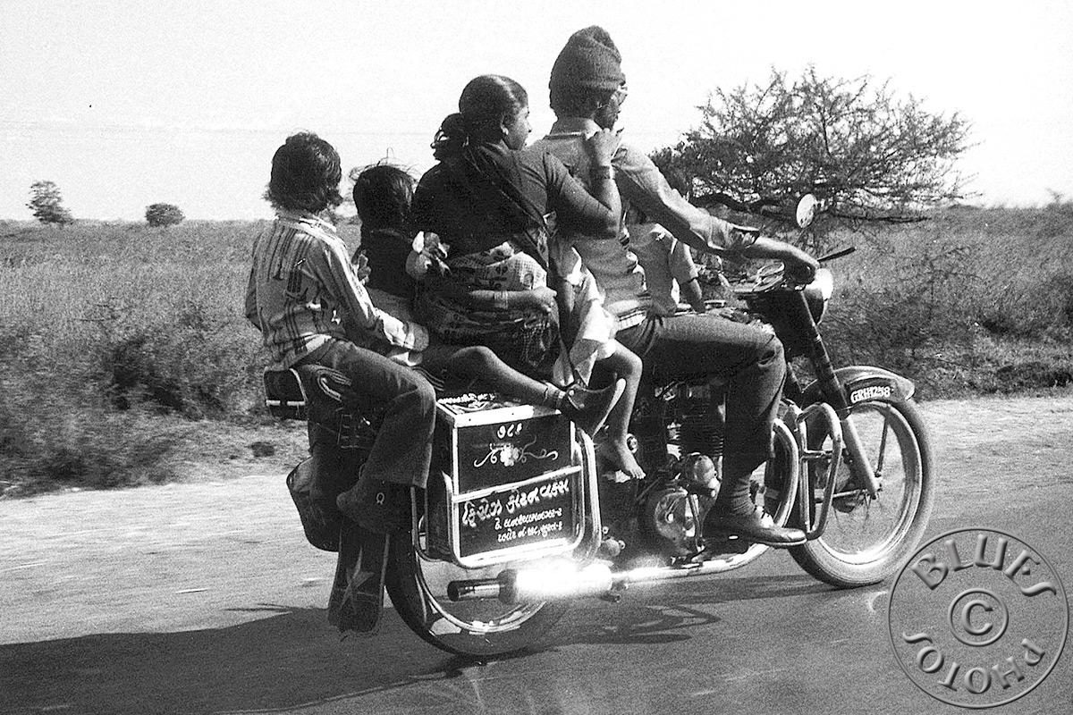 Rajasthan - En route pour le sud, famille nombreuse en moto