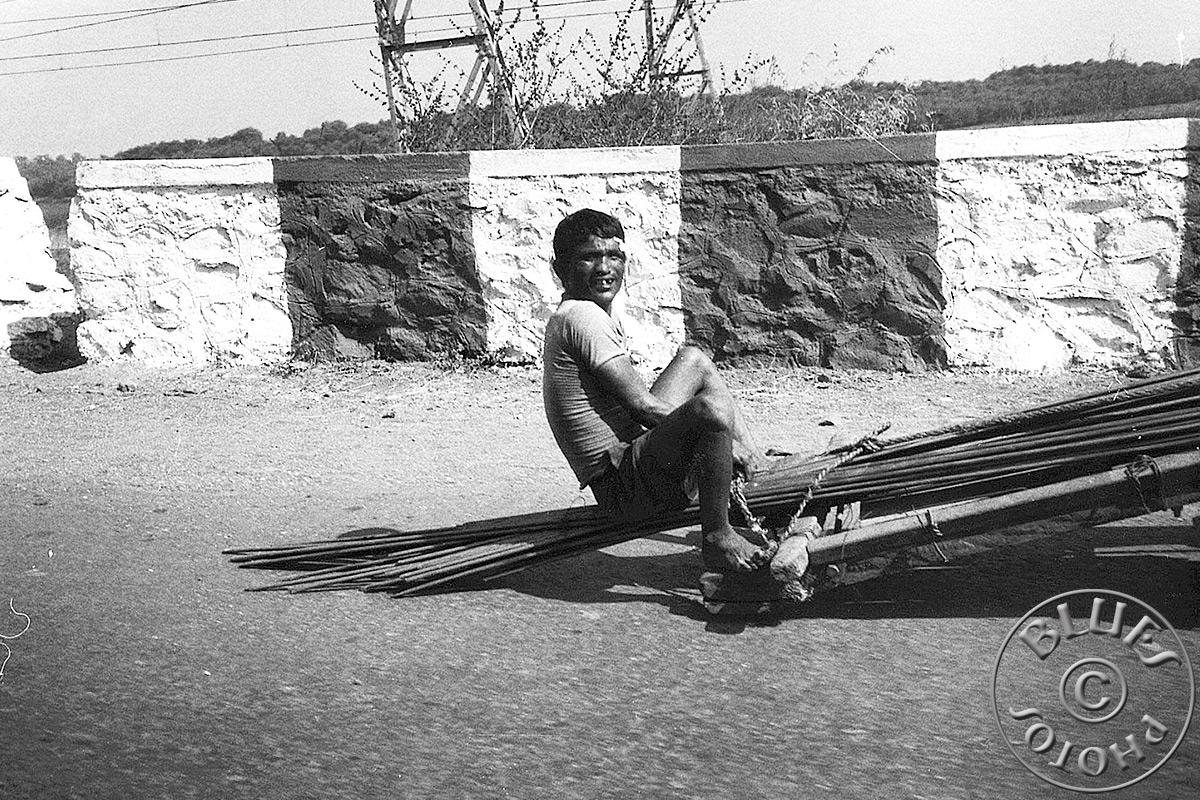 Rajasthan - En route pour le sud, transport de barre en métal