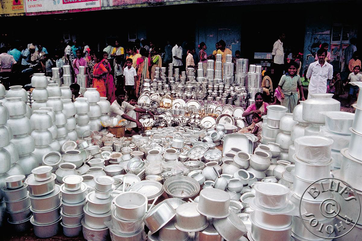En route pour Mysore, marché de casseroles